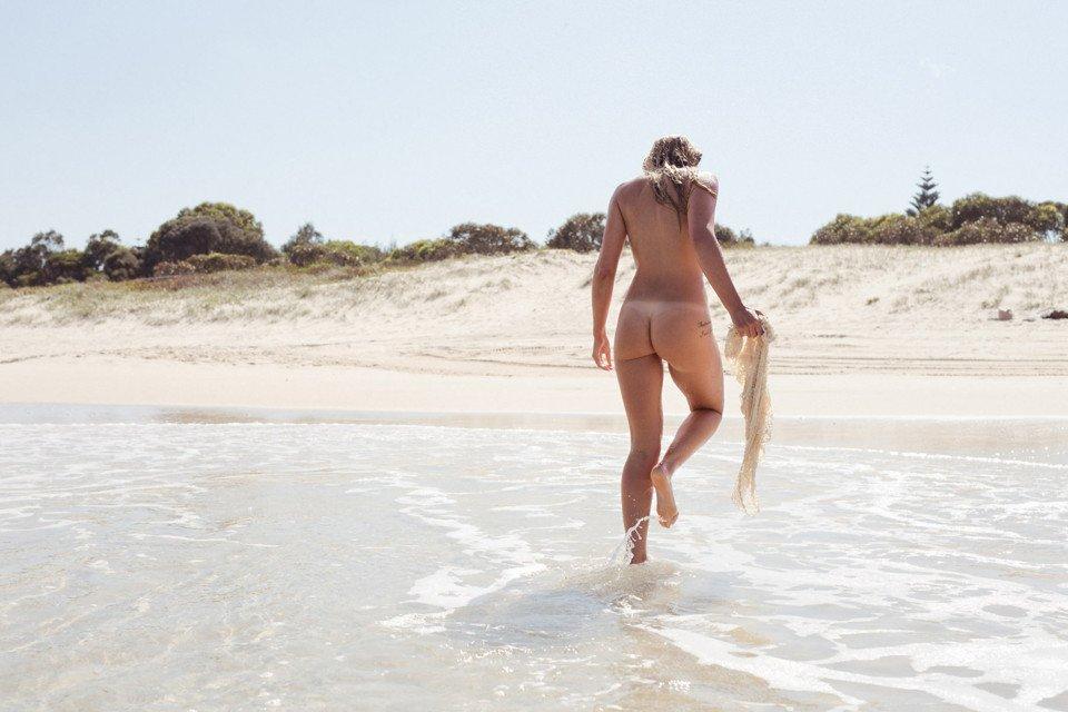 Kahili-Blundell-Nude-1