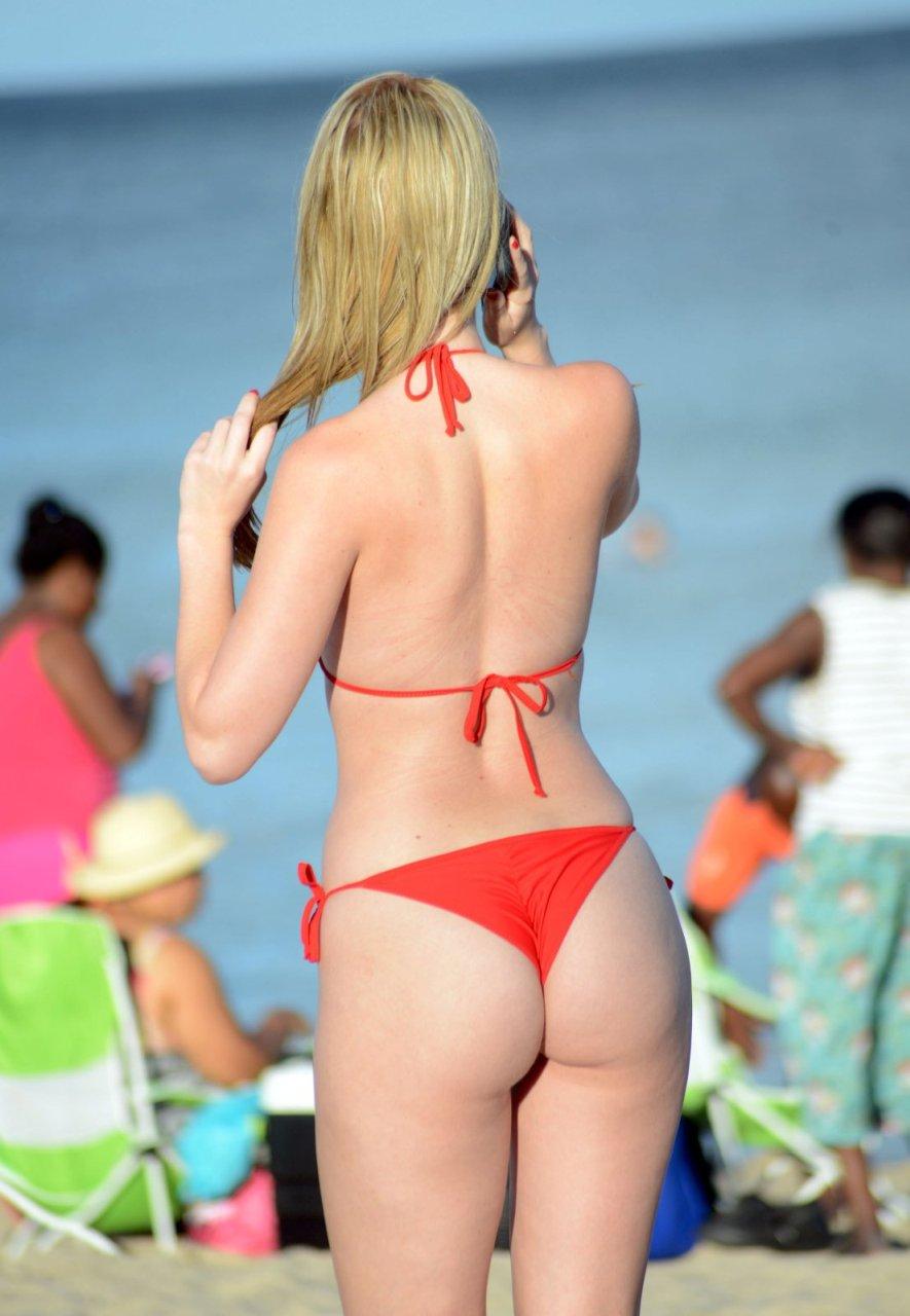 Rachel-Sanders-in-a-Bikini-12