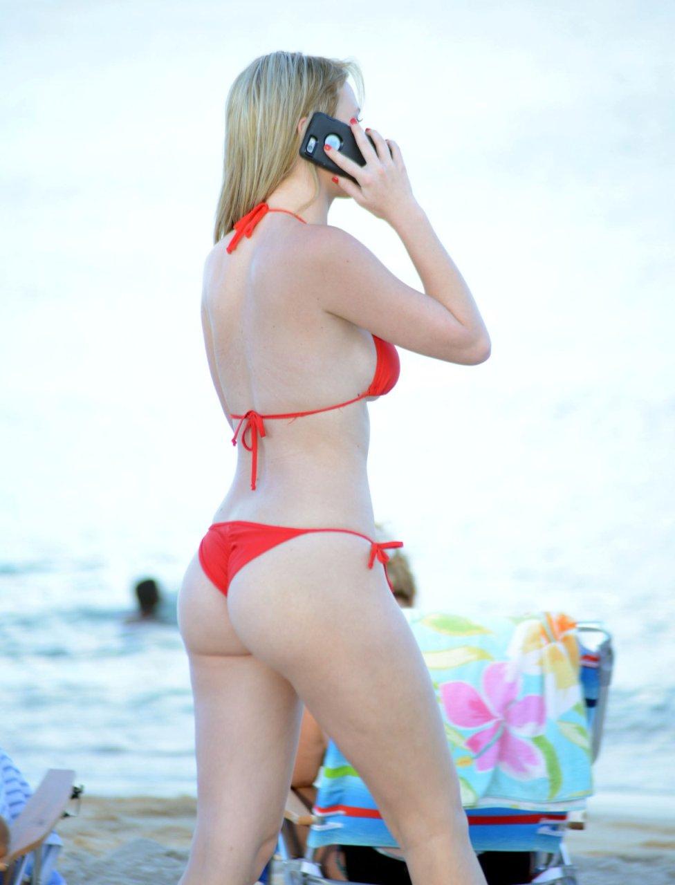Rachel-Sanders-in-a-Bikini-14