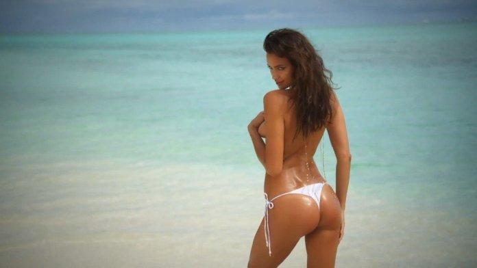 Irina-Shayk-Sexy-Topless-Intimates-33