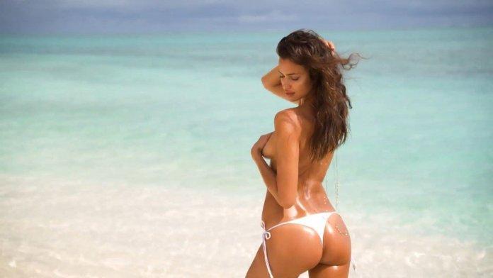 Irina-Shayk-Sexy-Topless-Uncovered-12
