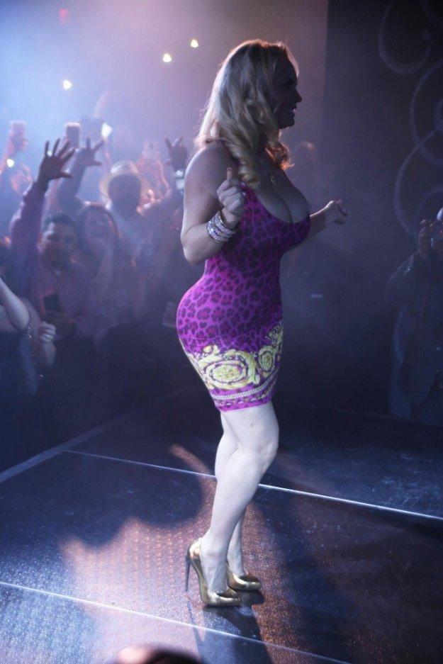 Nicole Coco Austin Cleavage 19