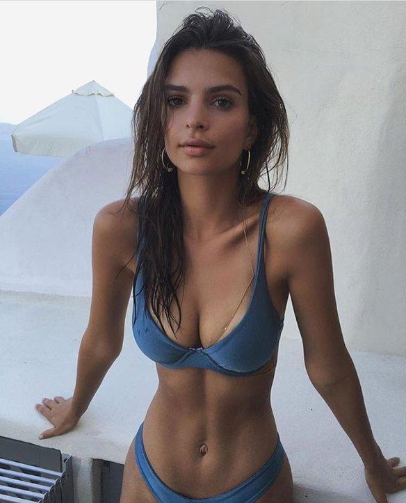 Emily Ratajkowski Sexy-7