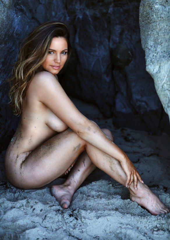 Kelly Brook Nude & Sexy 3