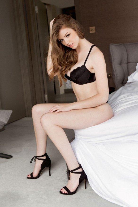 Rosie Danvers Sexy Topless 4