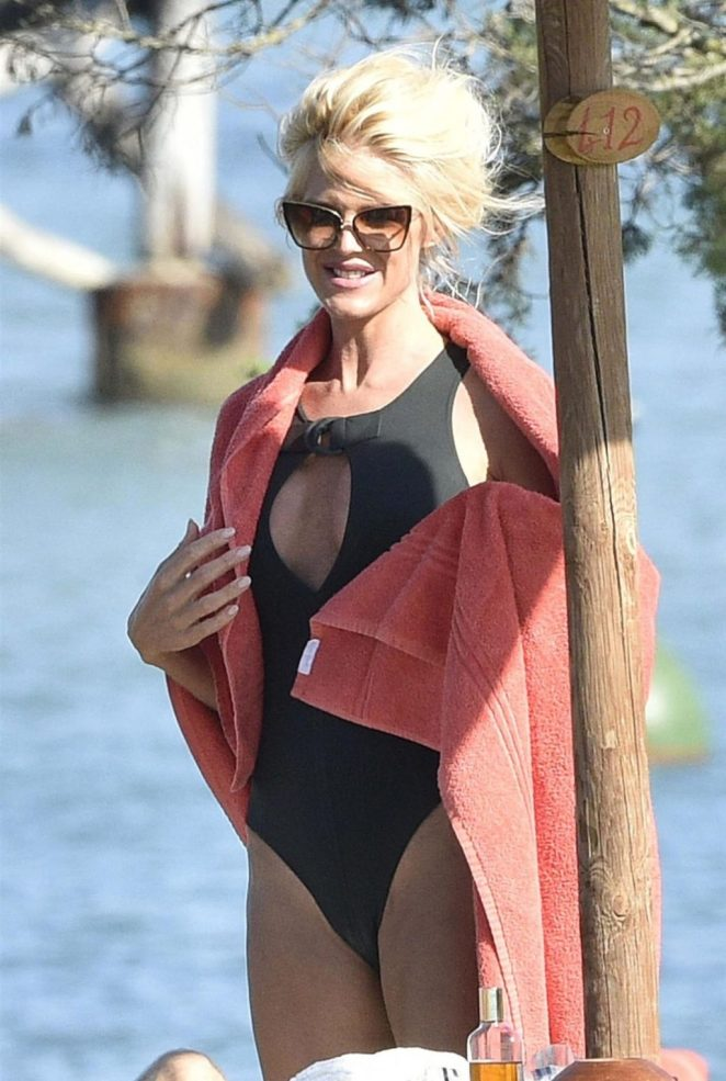 Victoria Silvstedt Sexy 2