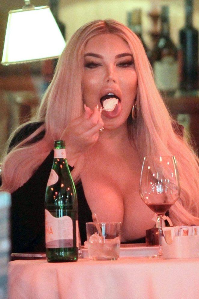 Jessica Alves Cleavage 2