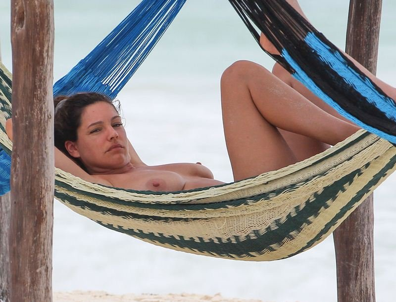Kelly Brook Topless (15 Photos)