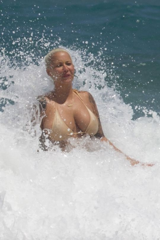Amber Rose Topless (23 Paparazzi Photos)