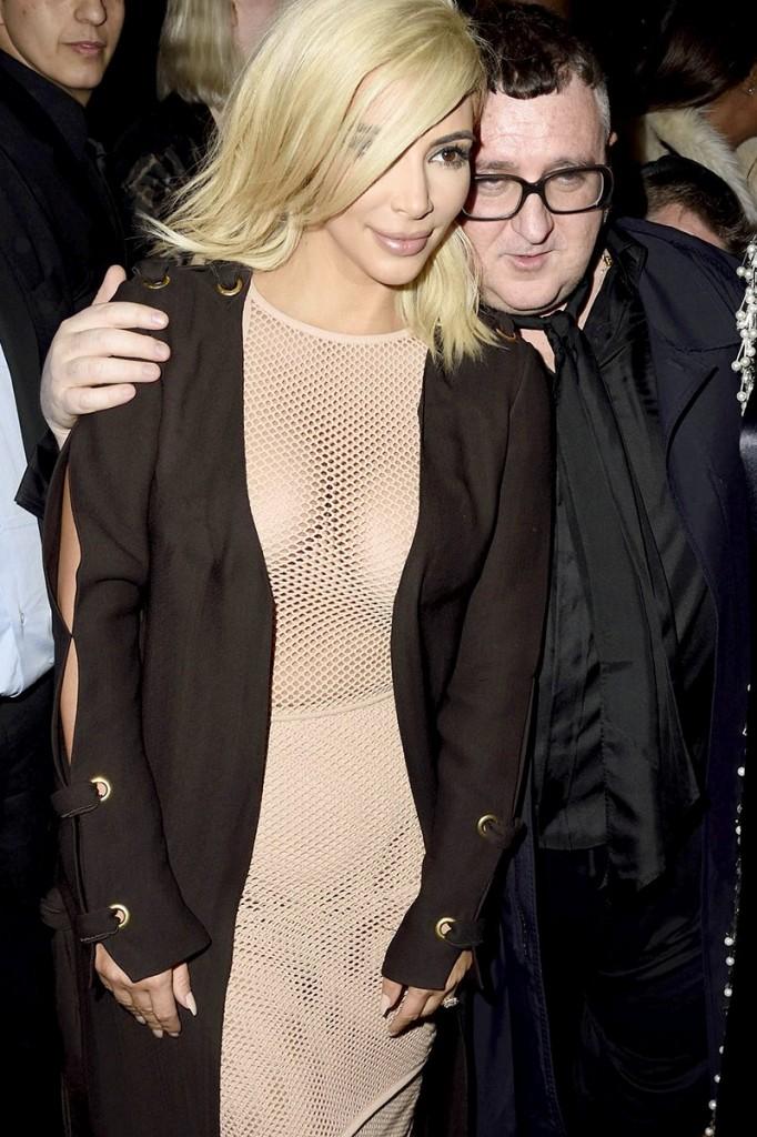 Kim Kardashian Boobs (9 Photos)