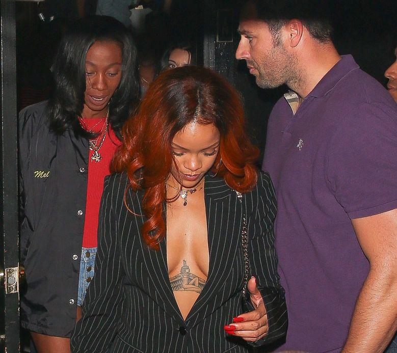 Rihanna Braless (38 Photos)