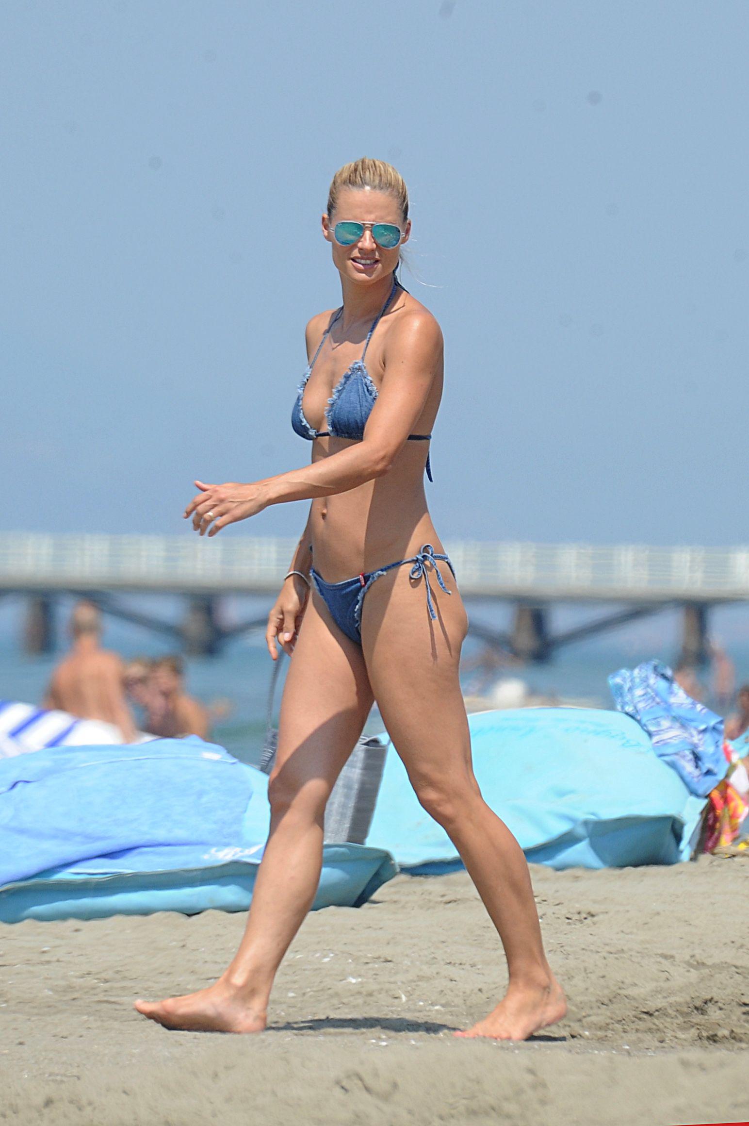Michelle Hunziker in a Bikini (10 Photos)