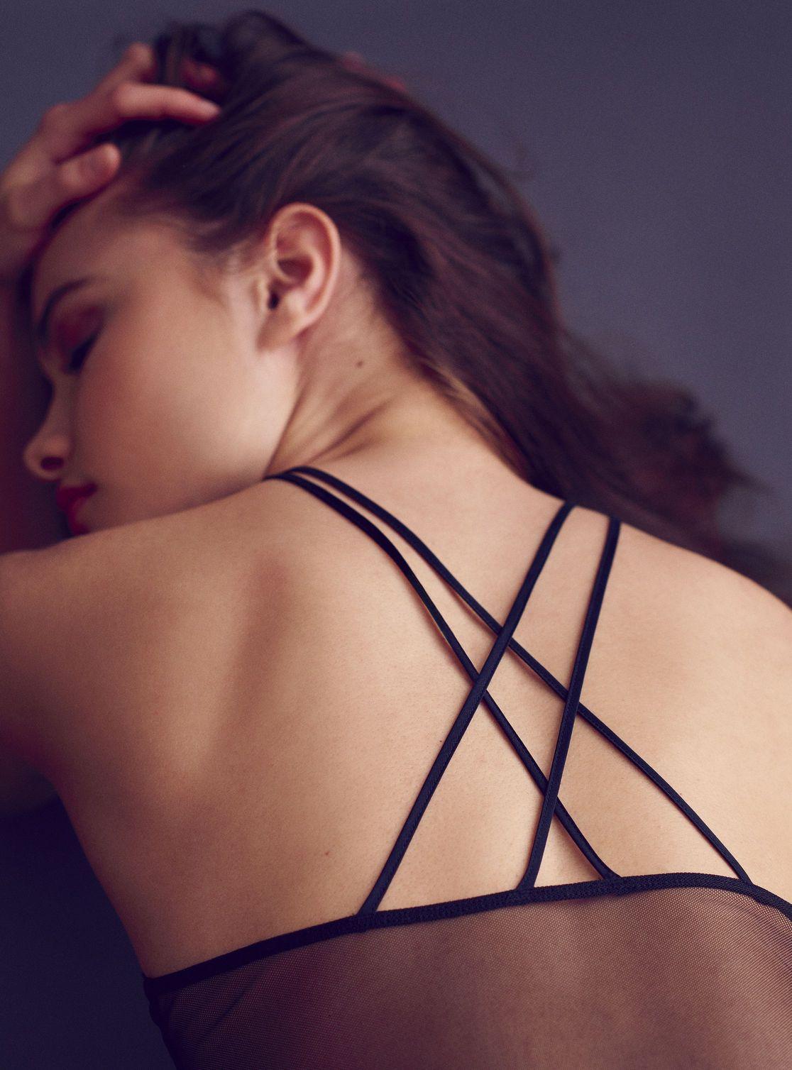 Yara Khmidan Sexy (7 Photos)