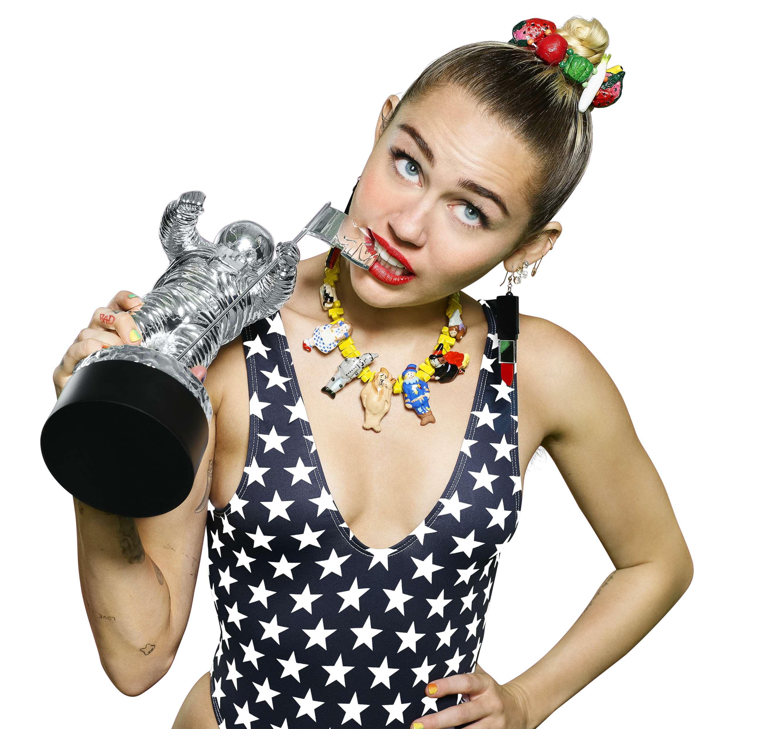 Miley Cyrus Sexy (6 Photos)