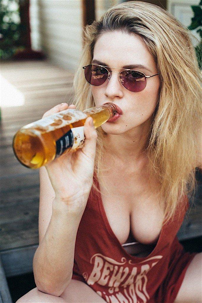 Elle Brittain Sexy & Topless (37 Photos)