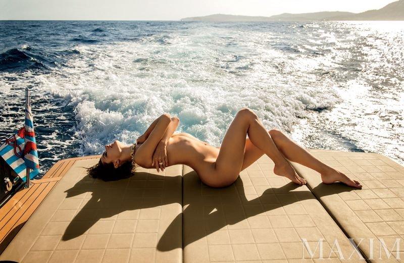 Alessandra Ambrosio Nude & Sexy (11 Photos)