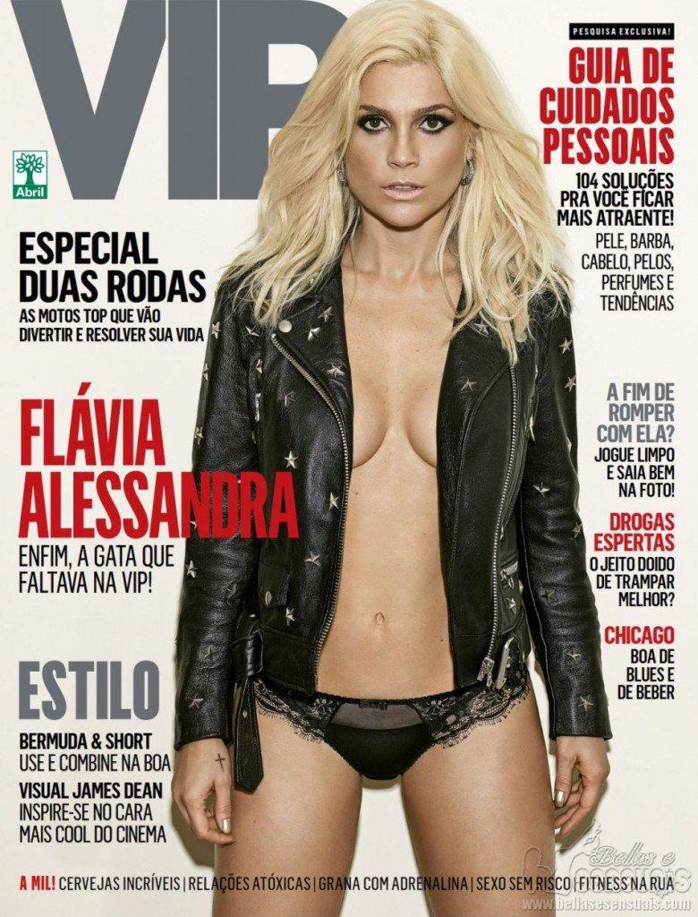 Flavia Alessandra Braless (7 Photos)