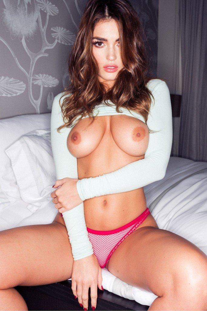 India Reynolds Boobs (4 Photos)