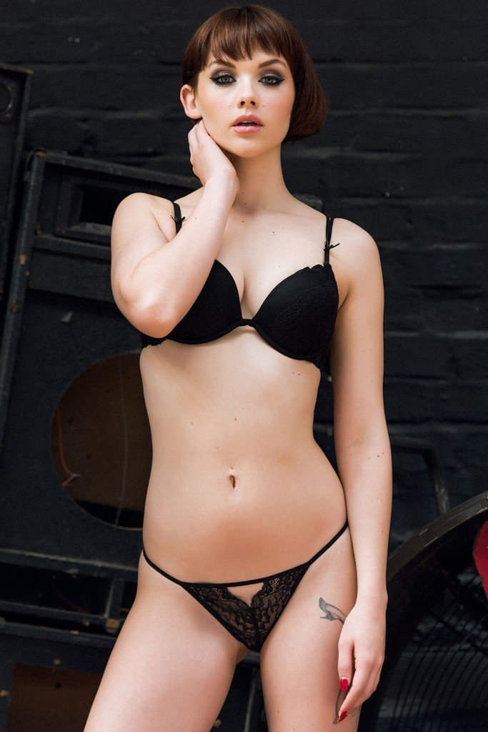 Mellisa Clarke Sexy and Topless (4 Photos)