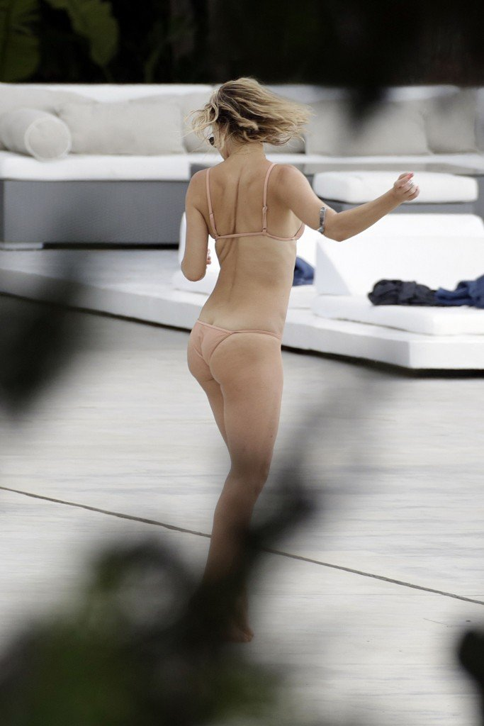 Kate Hudson Sexy (29 Photos)
