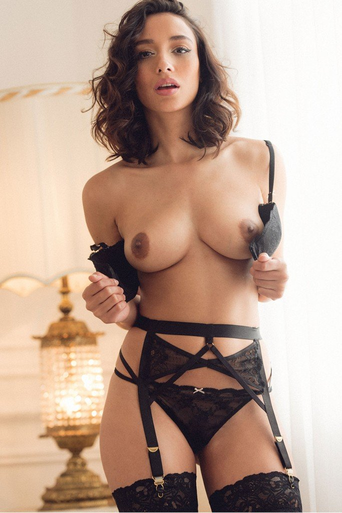 Nicola Paul Sexy and Topless (4 New Photos)
