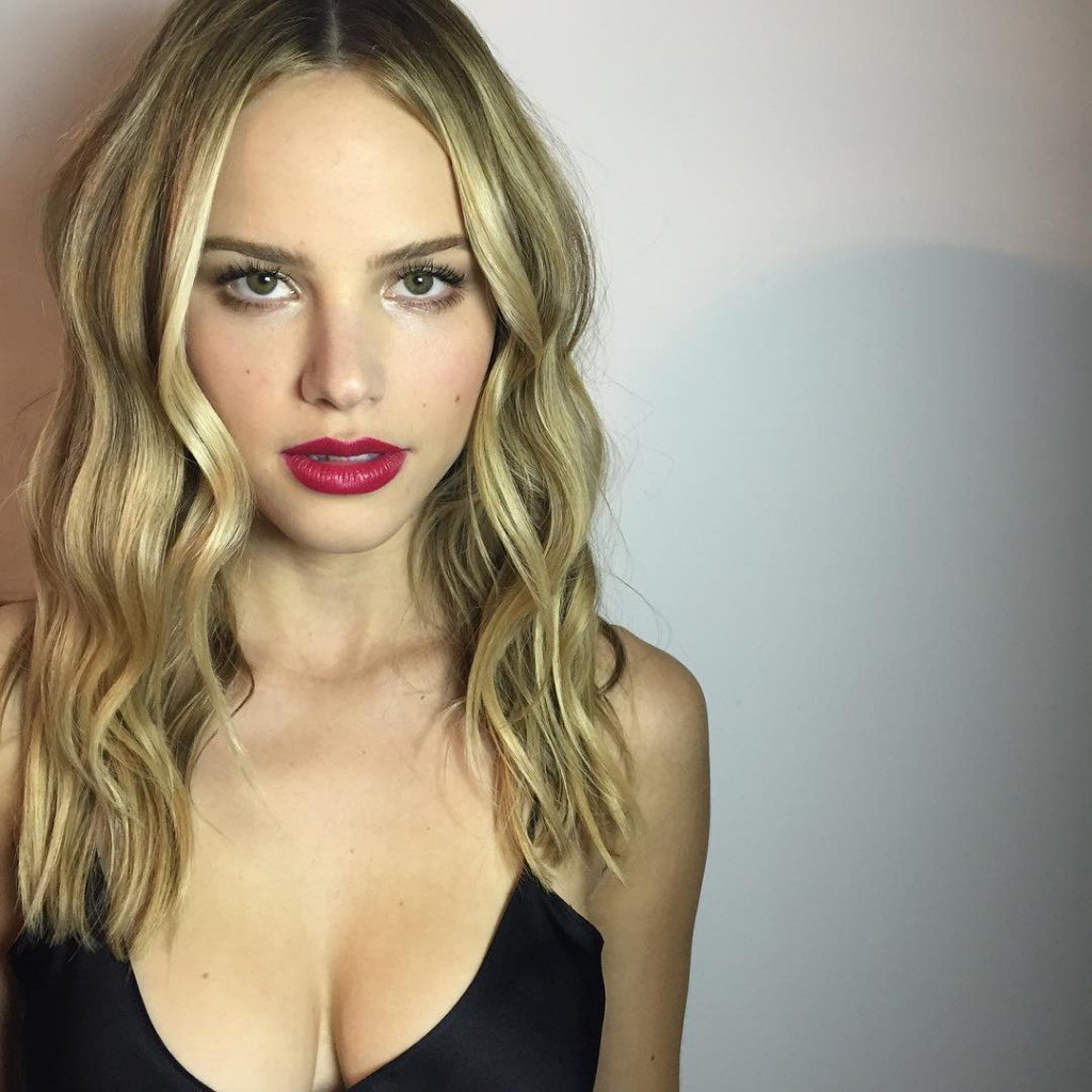 Halston Sage Cleavage (1 Photo)