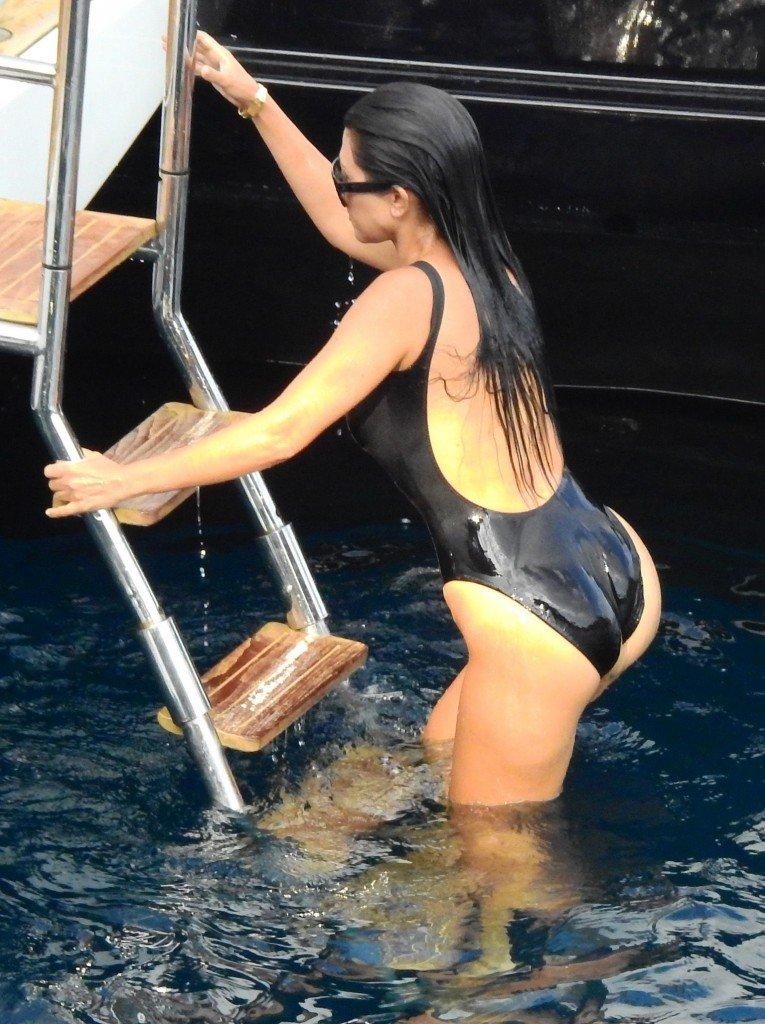 Kourtney Kardashian Sexy (16 Photos)