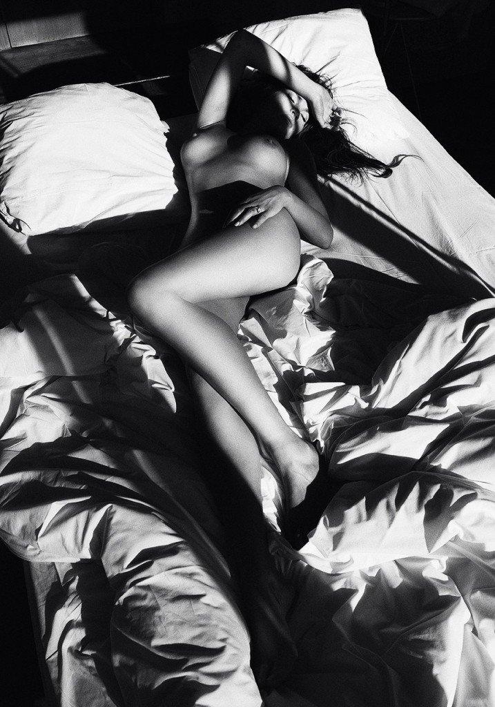 Chrissy Teigen Nude & Sexy (9 Photos)