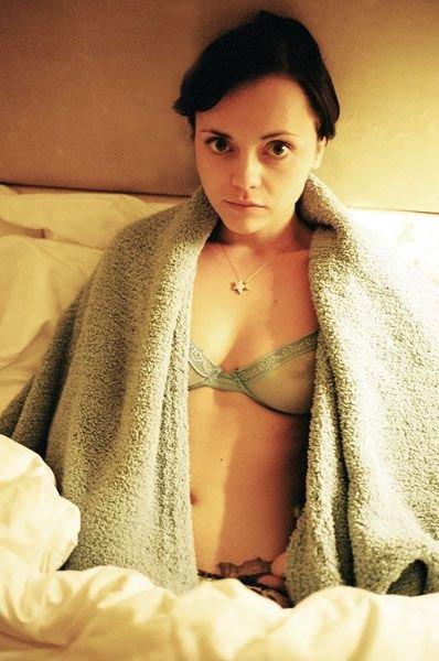 Christina Ricci Topless & Sexy (2 Photos)