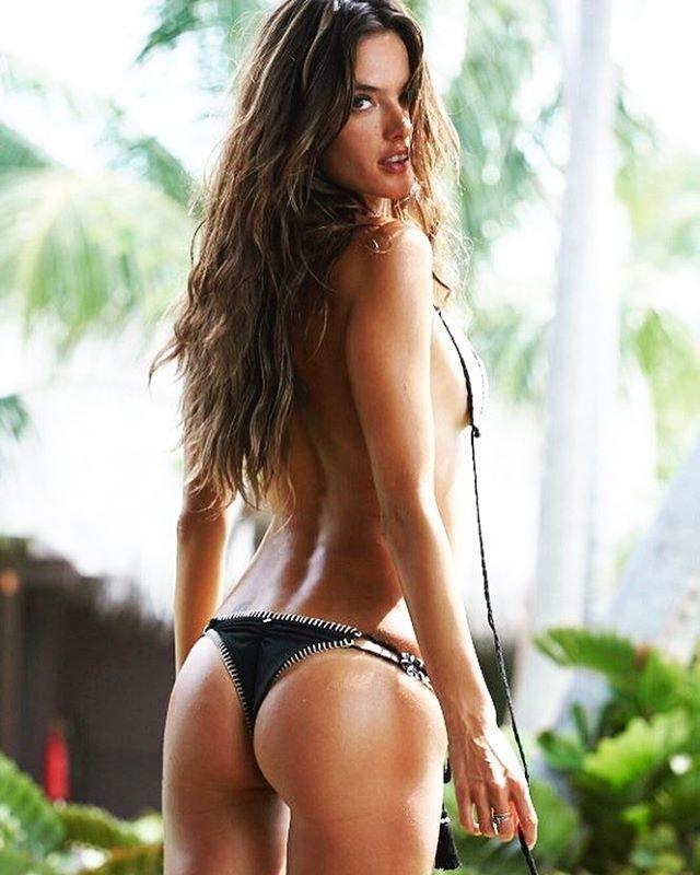 Alessandra Ambrosio Sexy (2 Photos)