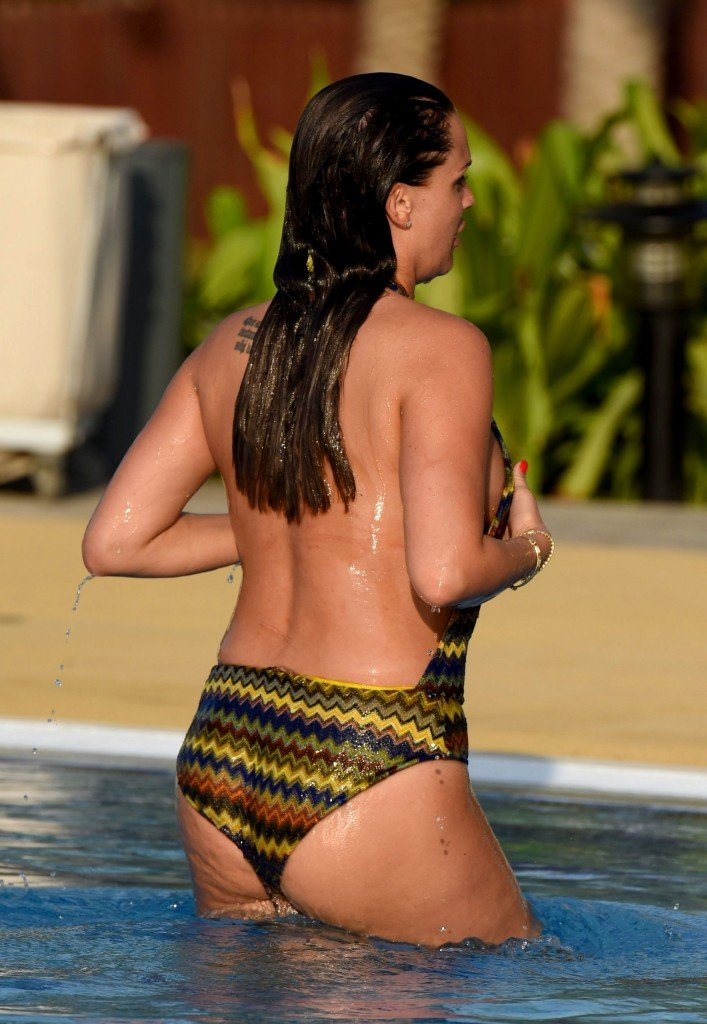 Danielle Lloyd Sexy (28 Photos)