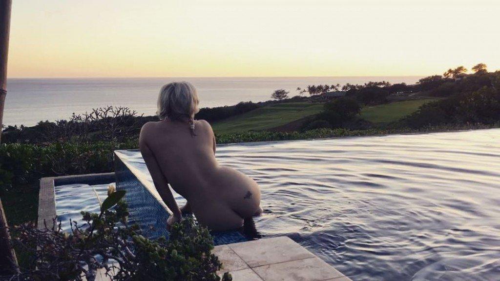 Gia Genevieve Naked (2 Photos + 2 GIFs)