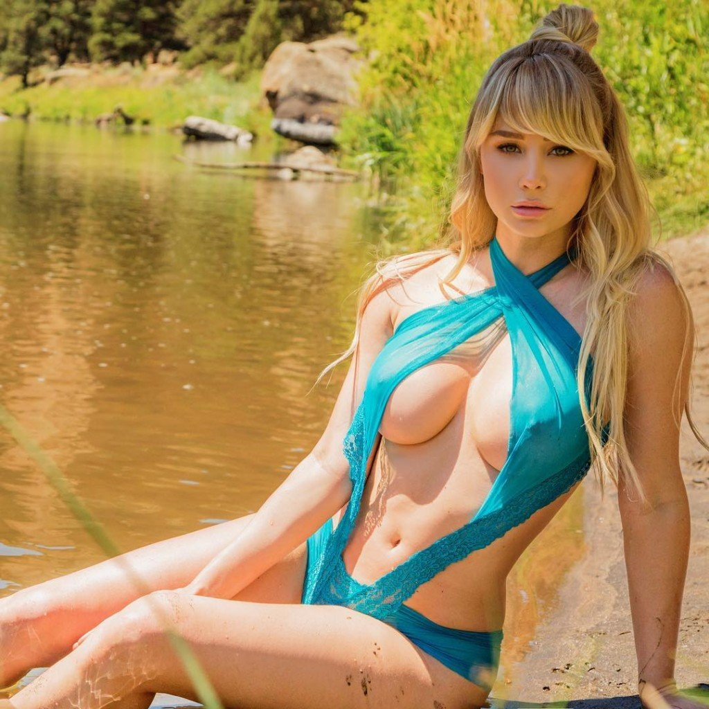 Sara Underwood (3 Sexy Photos)