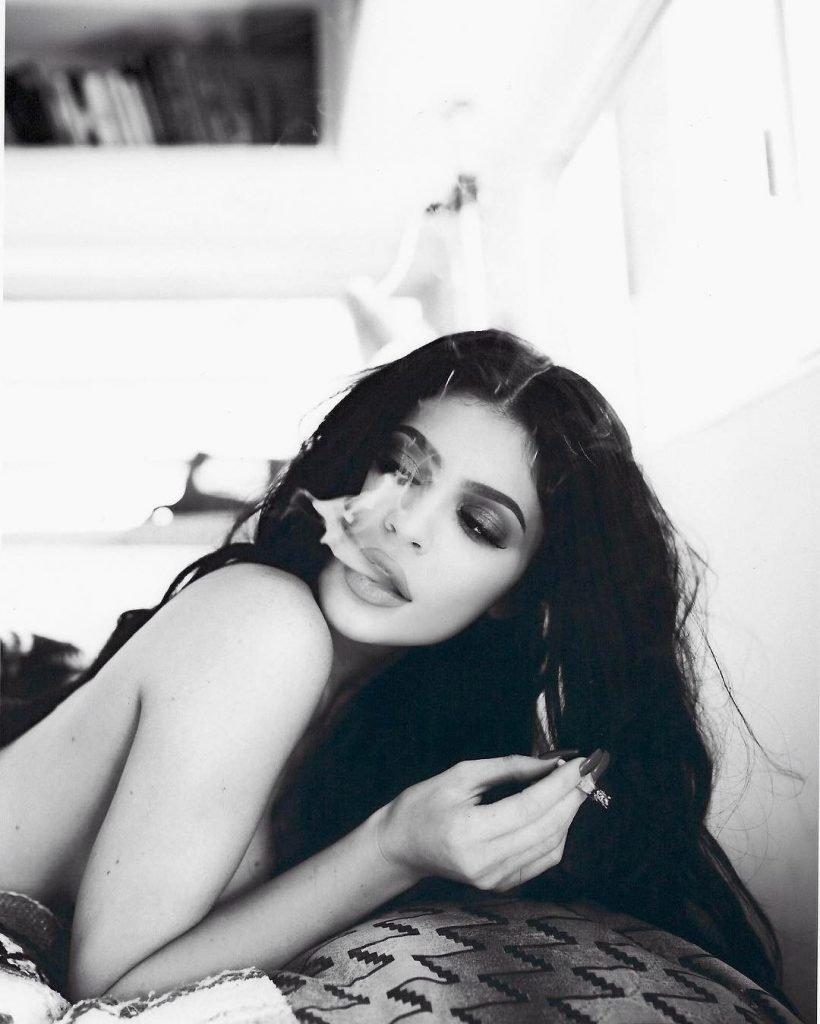 Kylie Jenner Sexy (5 Photos)