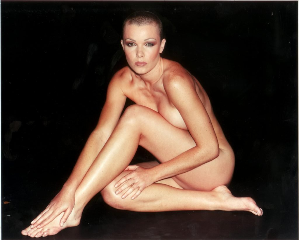 Nell McAndrew Nude & Sexy (7 Photos)