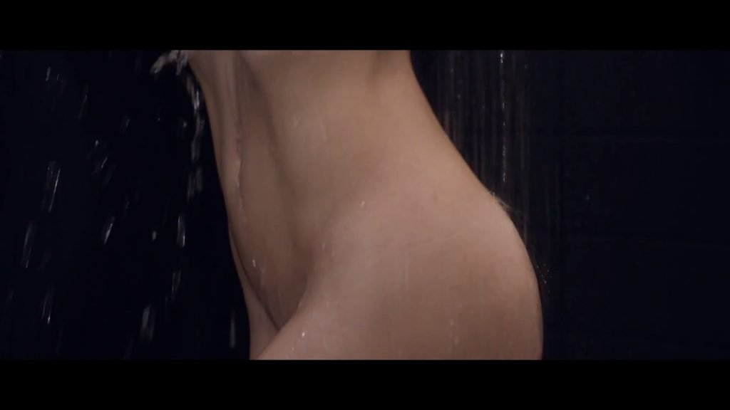 Adriana Lima Sexy (10 Pics & Video)
