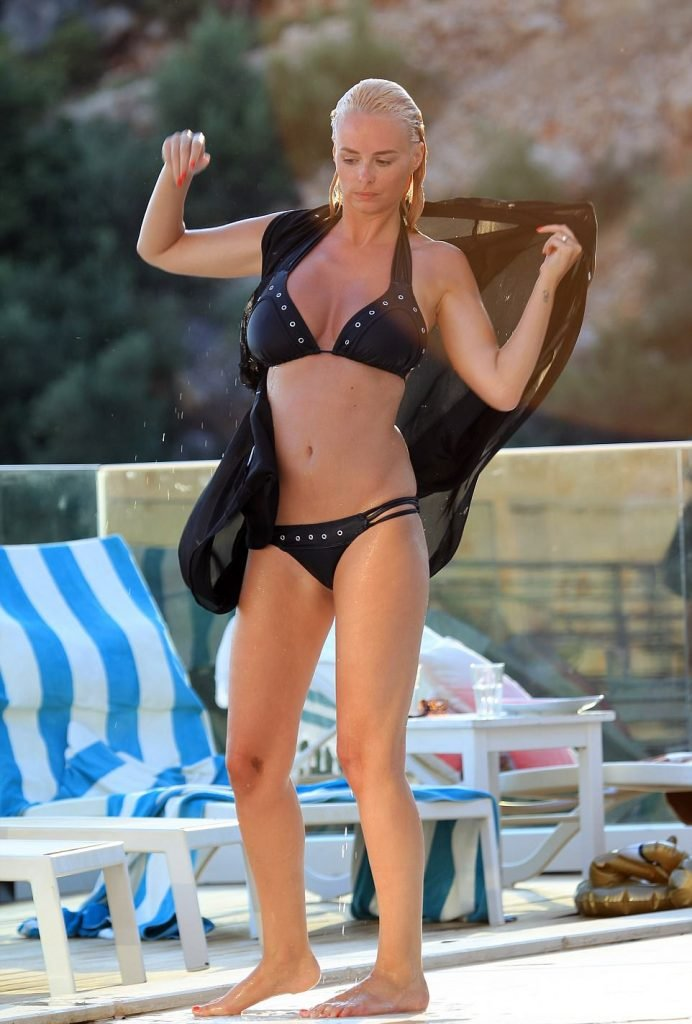 Rhian Sugden Sexy (16 Photos)