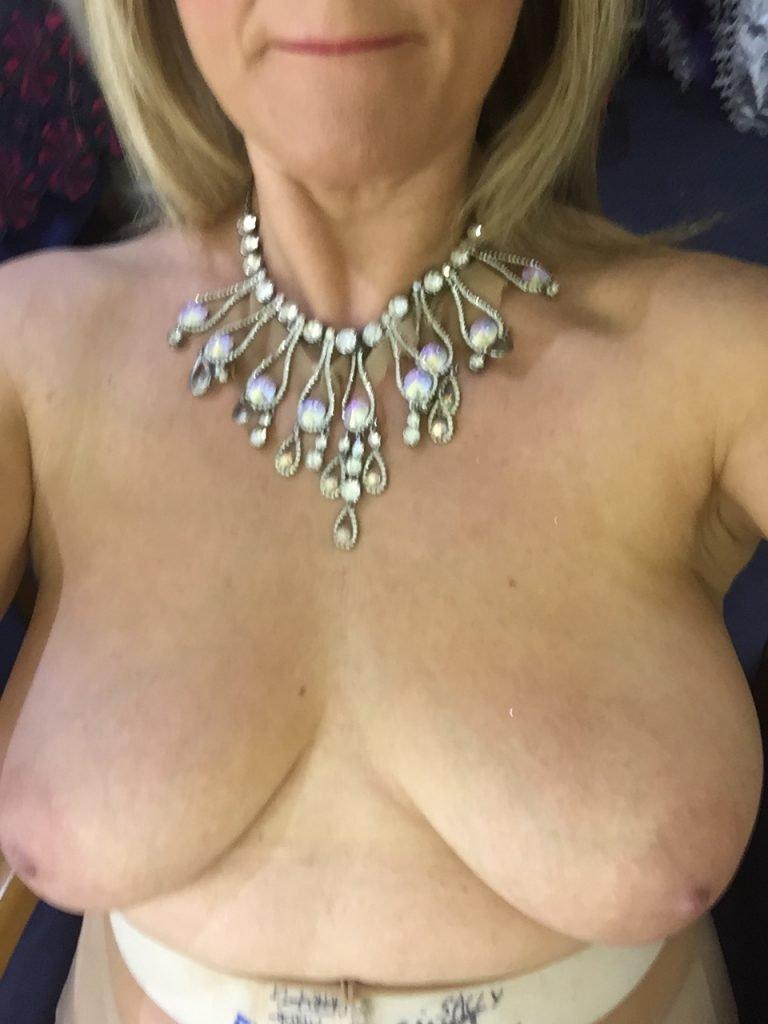 Sally Lindsay Leaked (6 Photos)