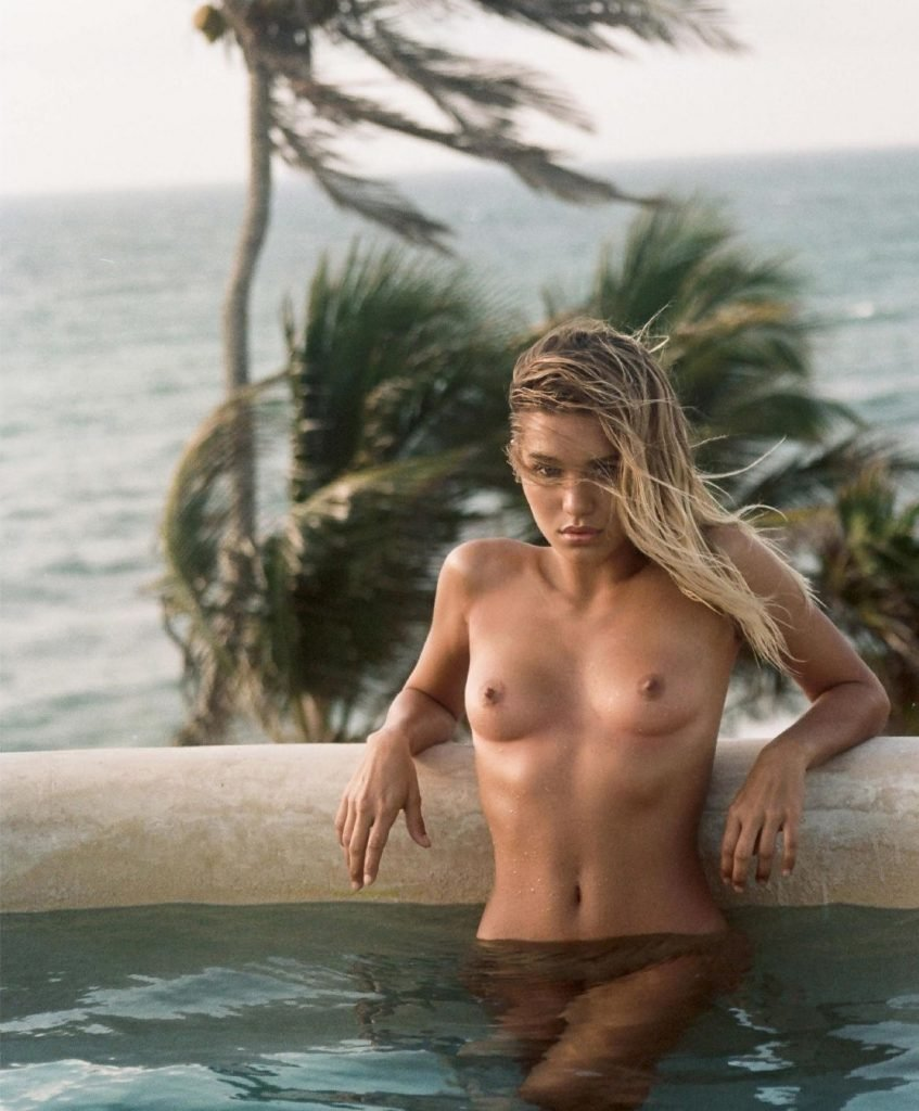 Tara Lynn Nude (6 Photos)