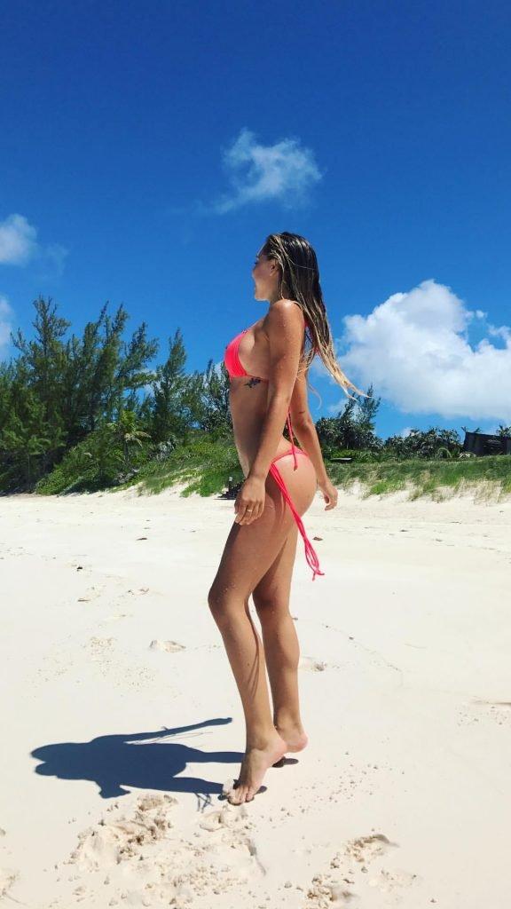 Alexis Ren Sexy (13 Photos + GIFs)