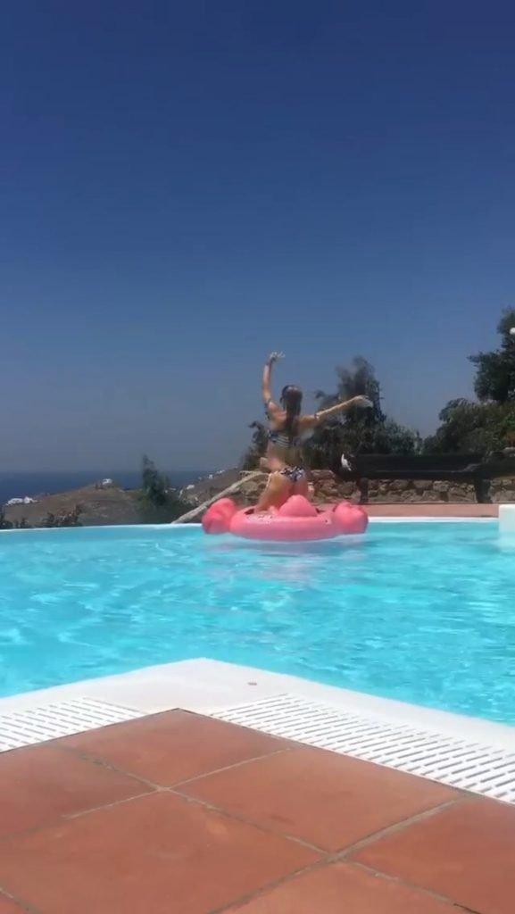 Joanna Krupa Nude & Sexy (9 Photos + GIFs)
