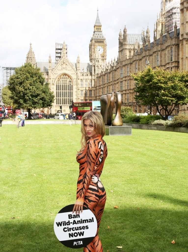 Joanna Krupa Bodypaint (19 Photos + Videos)