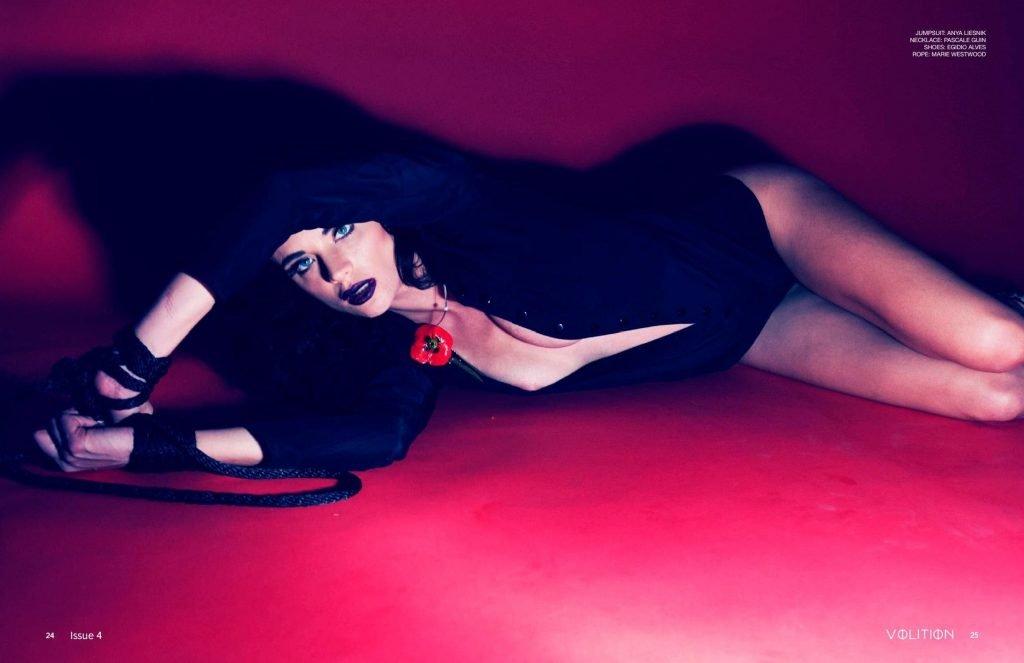 Kira Dikhtyar Sexy & Topless (7 Photos)