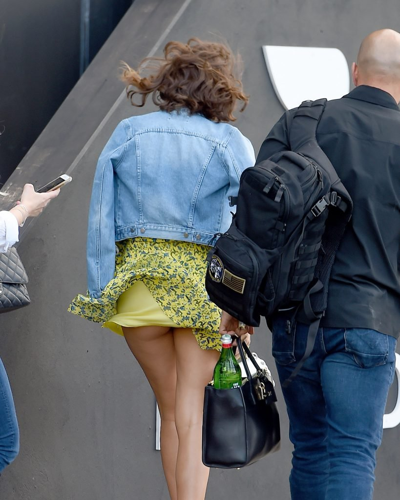 Miranda Kerr Upskirt (7 Photos)