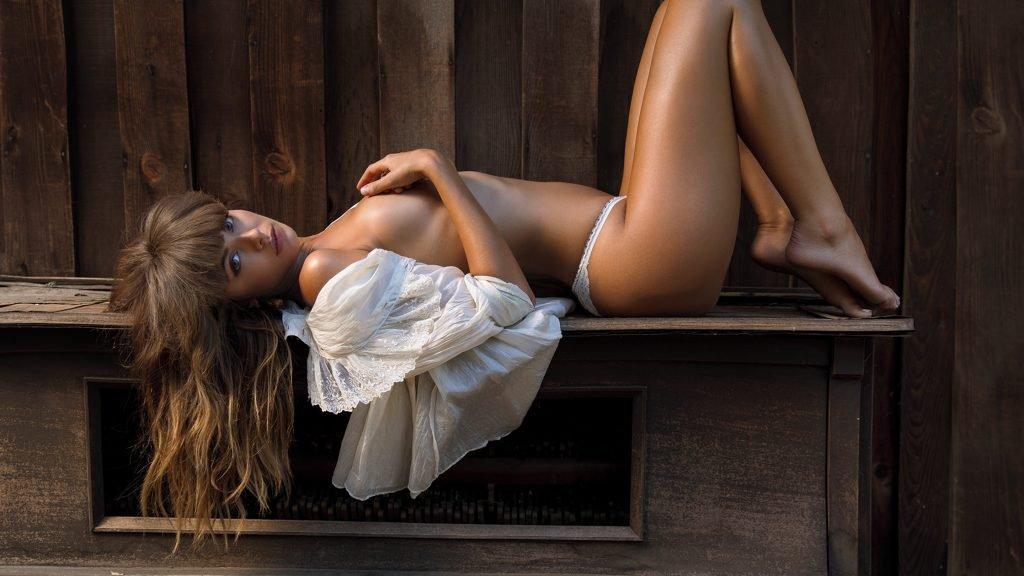 Carmella Rose Nude & Sexy (8 Photos)