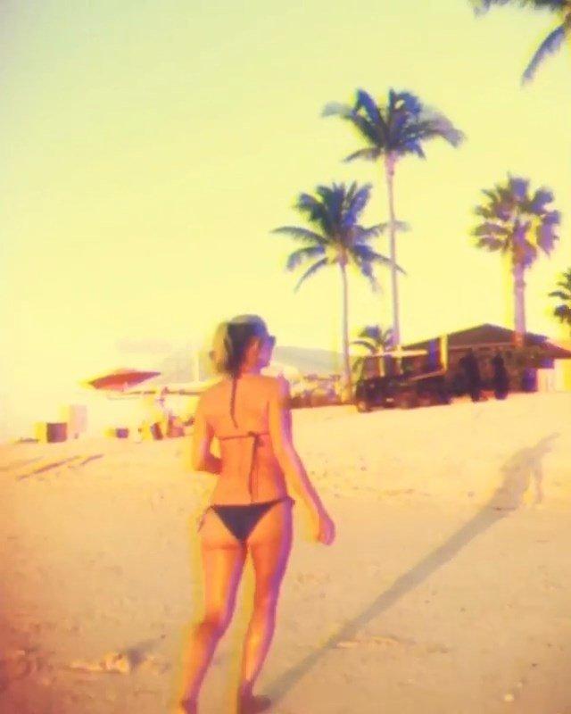 Fergie Sexy (13 Pics + Gifs & Video)