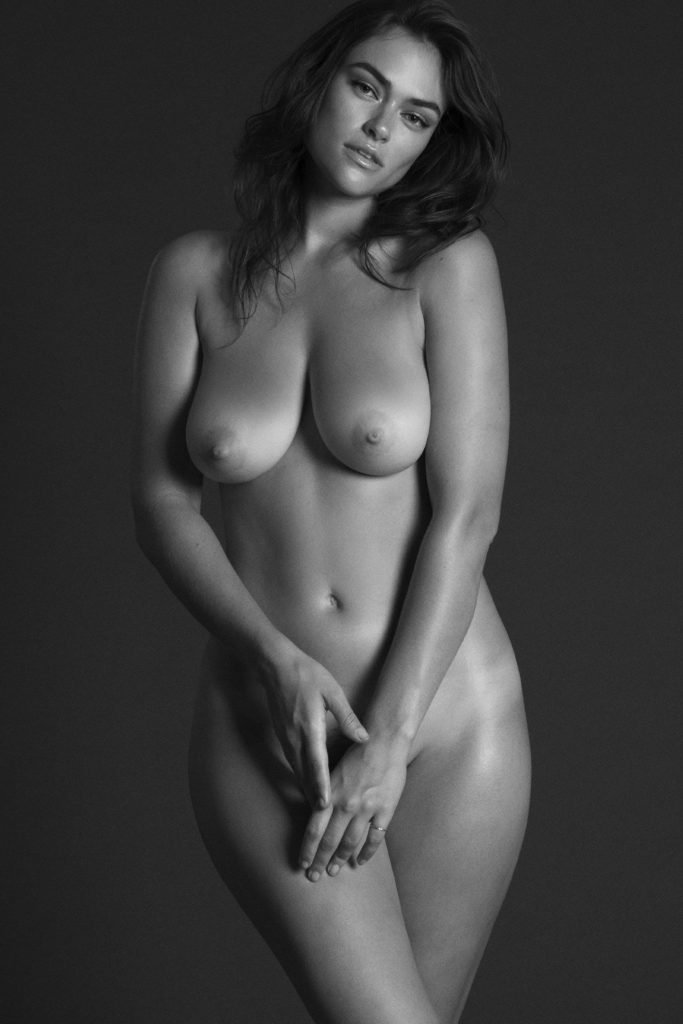 Myla DalBesio Naked (8 Photos)