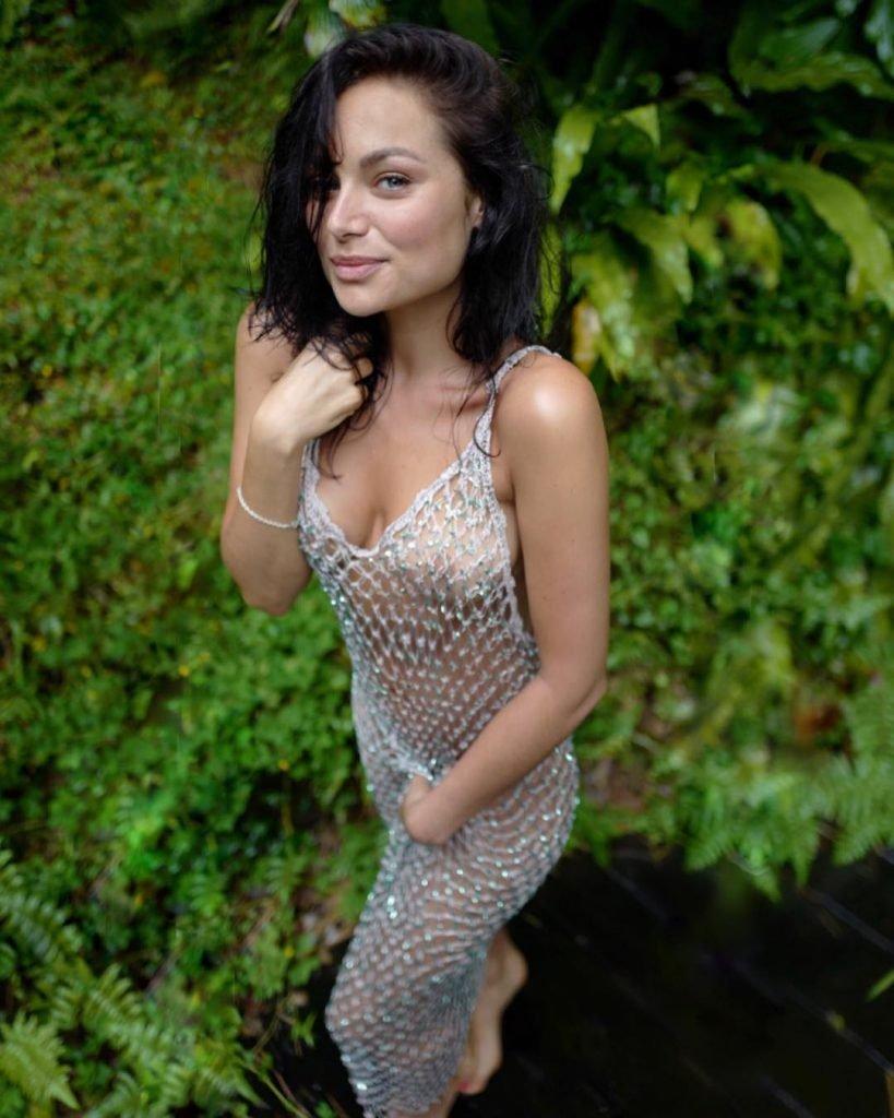 Christina Ochoa See Through & Sexy (6 Photos)