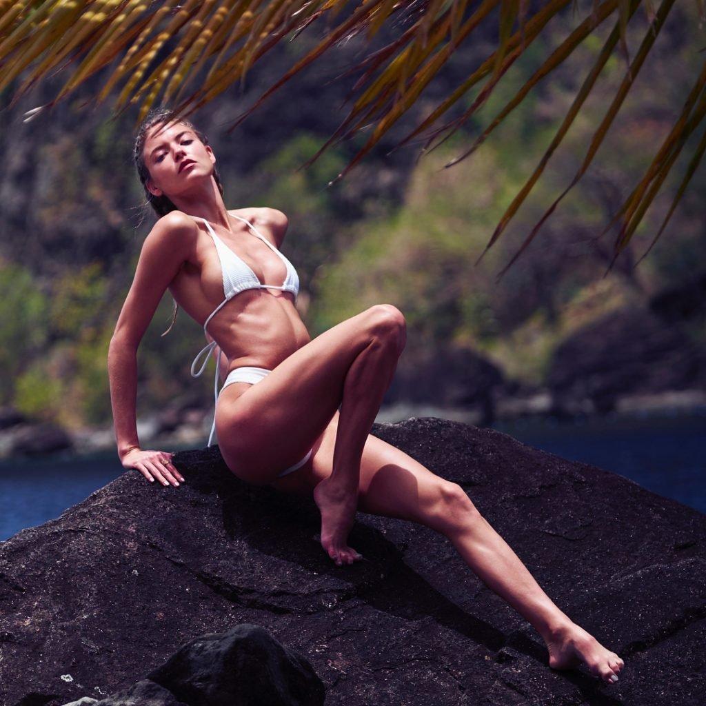Martha Hunt Sexy (4 Photos)