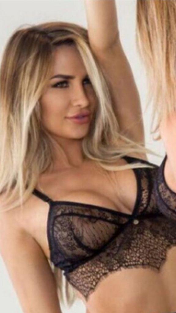 Rosanna Arkle Sexy & Topless (10 Photos)